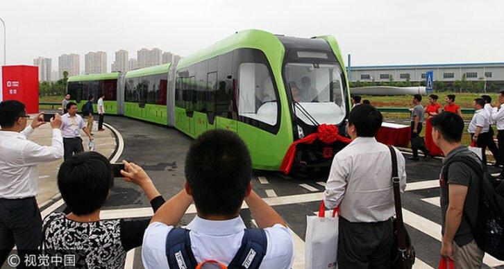 У Китаї з'явився трамвай без рейок і проводів