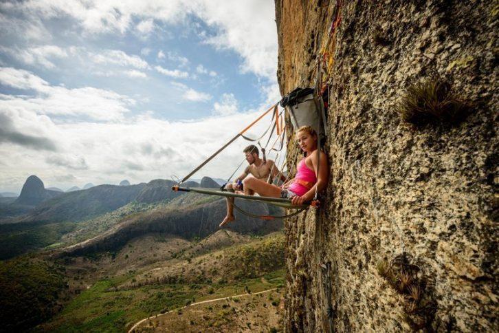 30 божевільних фотографій про те, як сплять альпіністи