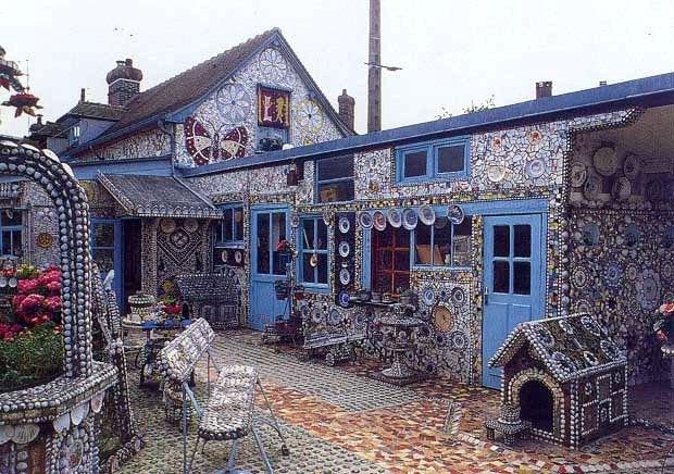 Будинок Розбитого Посуду: Тут все складається з осколків - аж до будки і сходів на горище