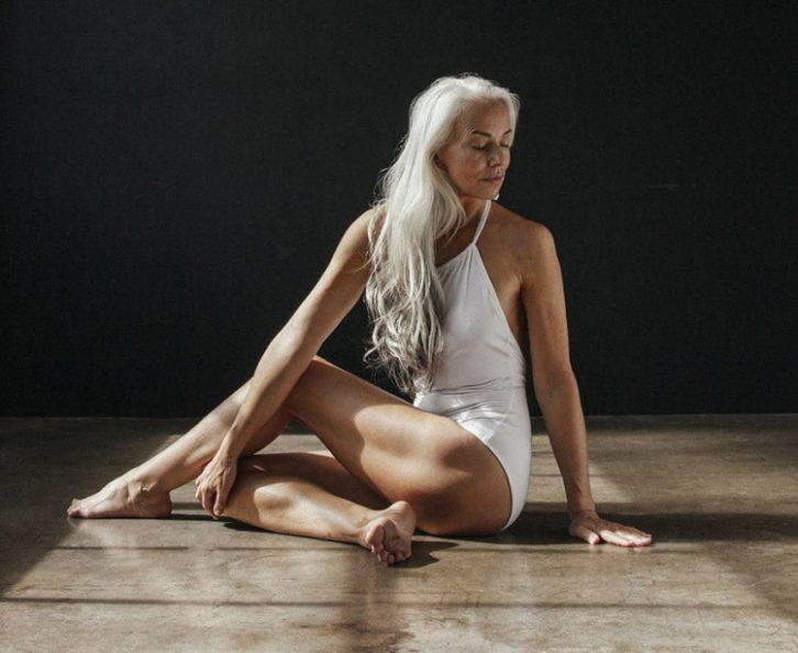 61-річна жінка вразила весь світ своєю розкішною фотосесією в купальнику ..