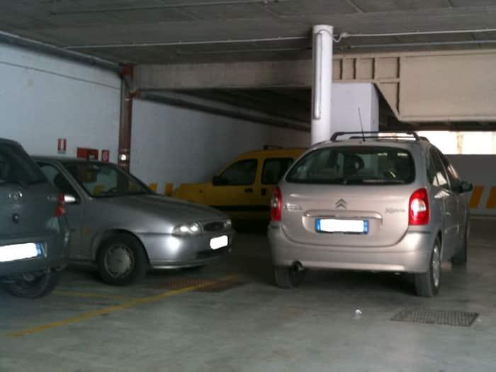 Хитрий незнайомець ставив машину на чуже місце для паркування. Але його господар був хитріший (і оснащений)