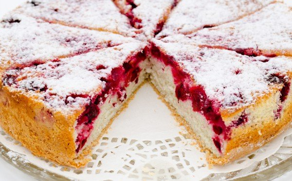 Шикарний пиріг з ягодами - рекомендуємо випікати відразу два, бомиттєво зметуть зі столу