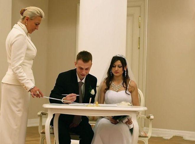 20 наречених, яким краще було не потрапляти на весільне фото