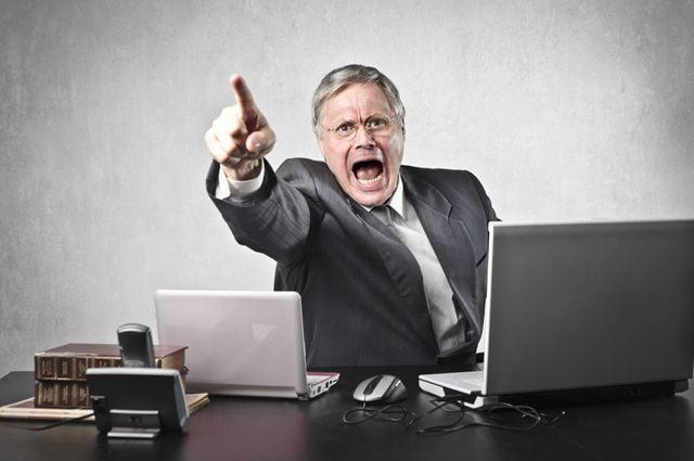 Чи має право начальник впливати на вашу поведінку в соцмережах