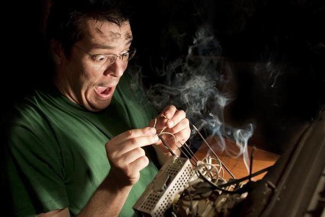 Перша допомога при ураженні електричним струмом: що можна і не можна робити