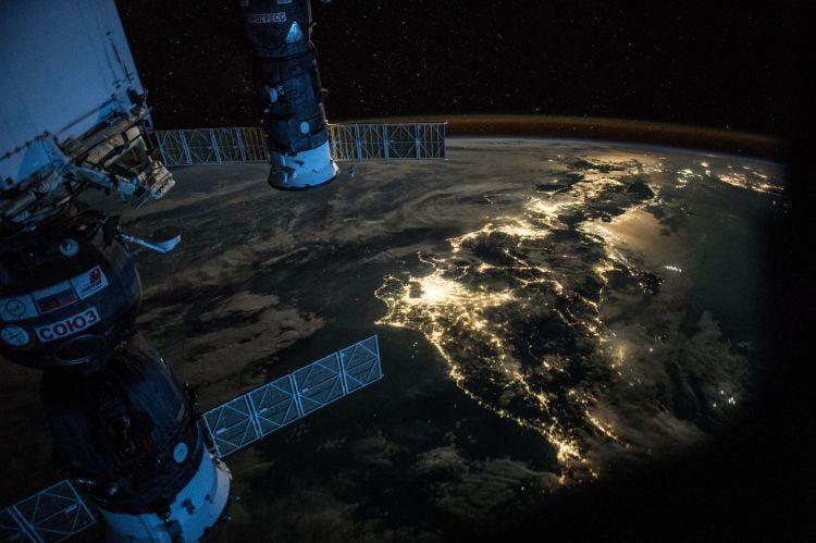 NASA випустило книгу з супутниковими фотографіями Землі