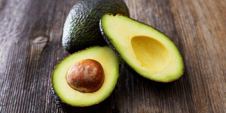 Лайфхак: як повністю очистити авокадо за одну хвилину