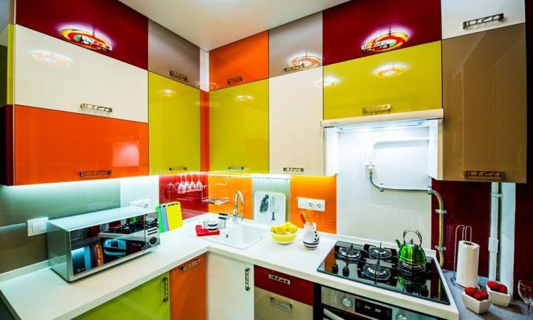 """Кухня площею в 6 кв.м. """"До"""" і """"після"""" невеликого ремонту"""