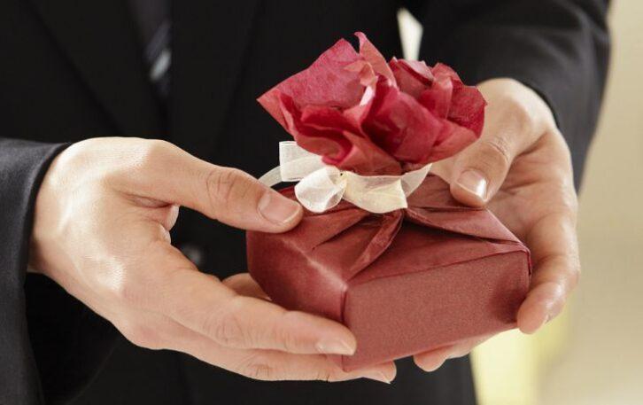 «Погані» подарунки: 6 речей, які приносять одні невдачі