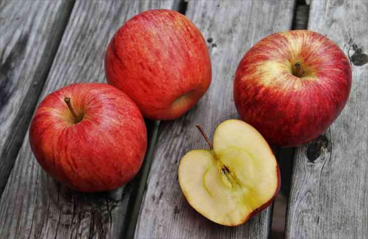 Фахівці повідомили, які овочі і фрукти потрібно їсти зі шкіркою