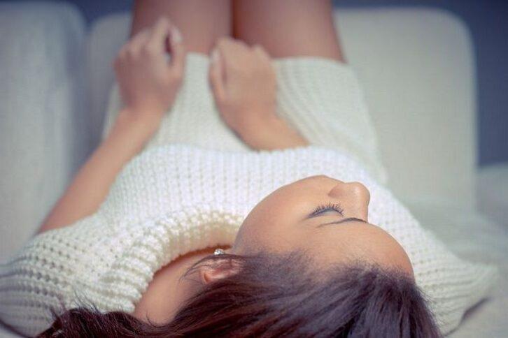 Скільки потрібно спати для поліпшення зовнішнього вигляду: розповіли косметологи