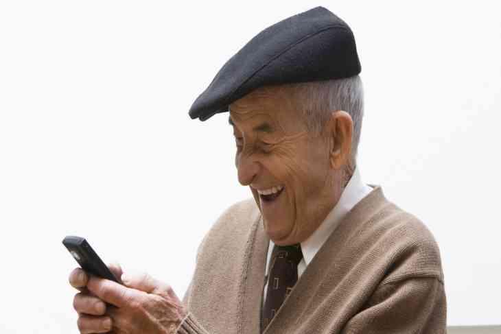 Експерти розповіли, яким повинен бути ідеальний гаджет для літніх людей