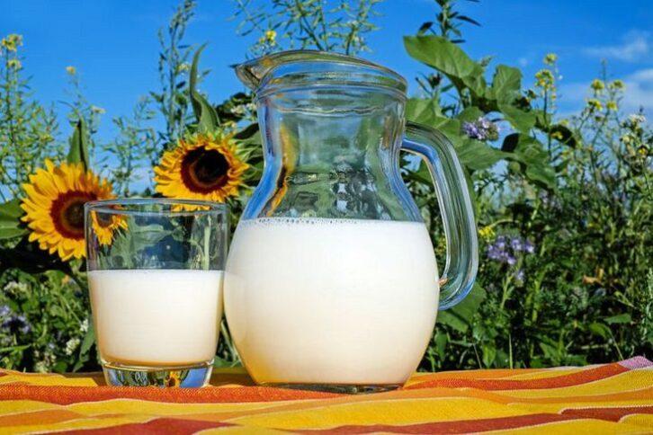 Кому корисно пити пряжене молоко: з'ясували лікарі