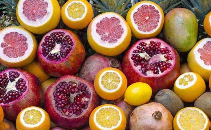 Лікар повідомив, в яких випадках від ягід і фруктів варто відмовитися 4