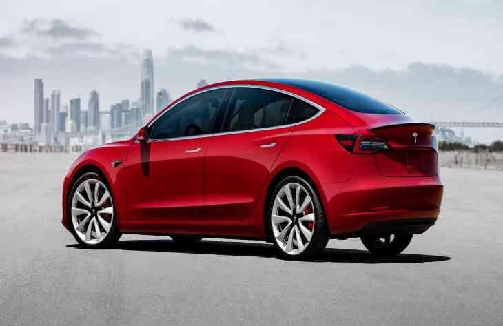 Tesla знижує ціни на Model 3 в Китаї