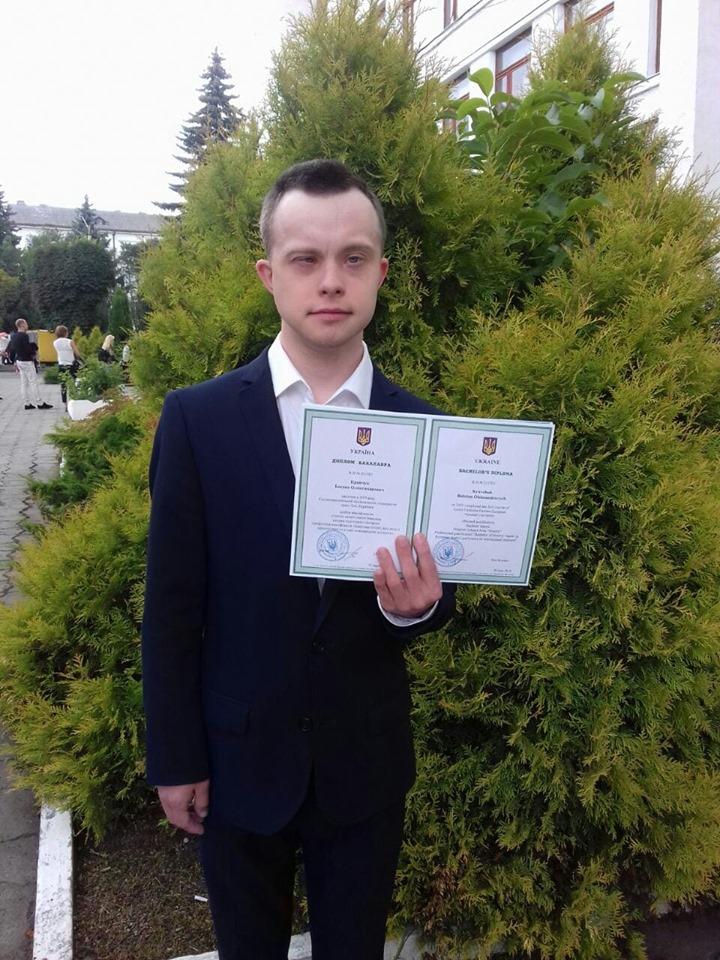 В Україні вперше здобув вищу освіту хлопець із синдромом Дауна