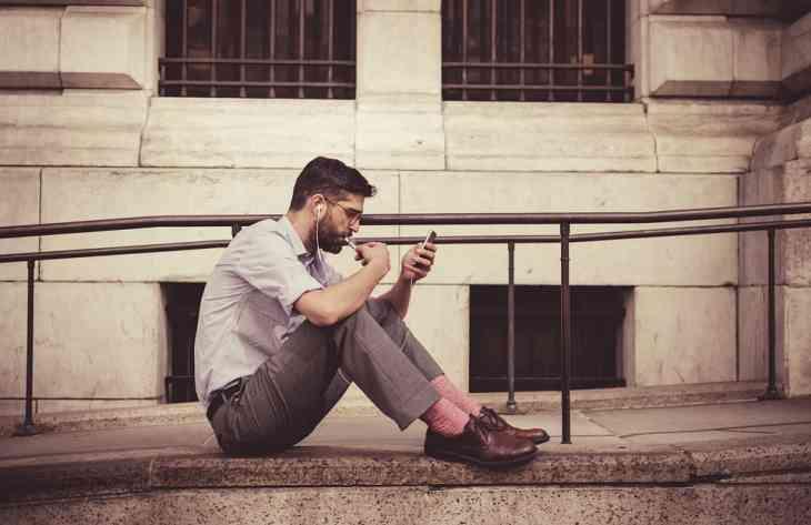 Фахівцями знайдений взаємозв'язок між кількістю партнерів і залежністю від смартфона