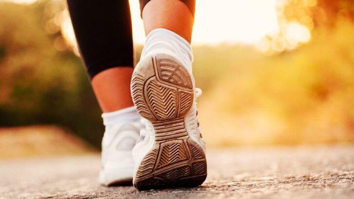 Чи дійсно корисно робити десять тисяч кроків в день