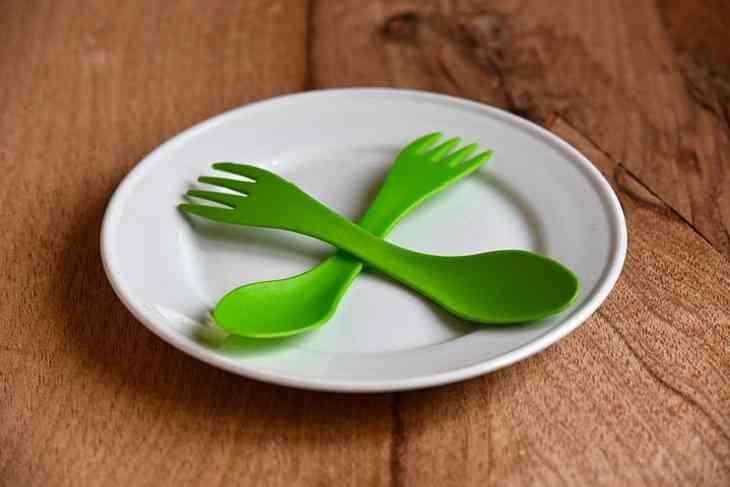 Фахівці розповіли, чим може бути небезпечний пластиковий посуд