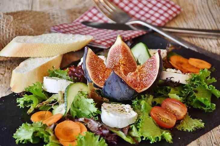 Як рання вечеря може впливати на організм: думка експертів