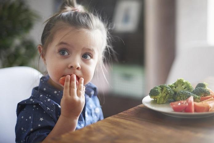 Чому дитина не хоче їсти і що з цим робити