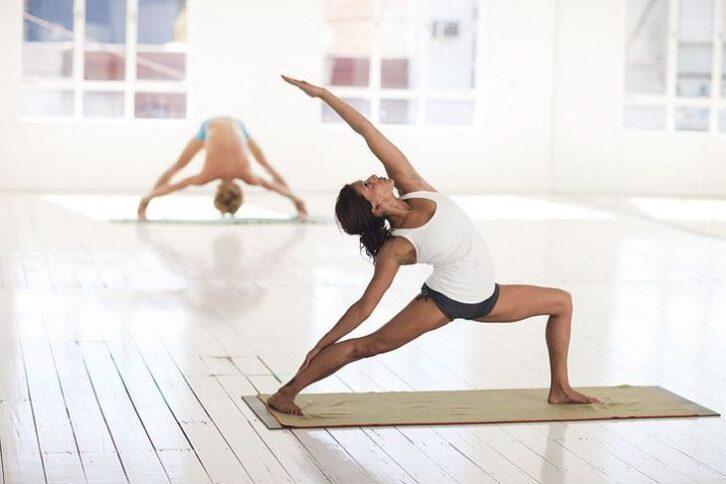 Медики розповіли, які вправи допоможуть позбутися від болю в спині
