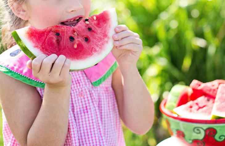 Фахівці повідомили, які фрукти і ягоди необхідно є в серпні